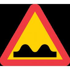 A8 Varning för ojämn väg